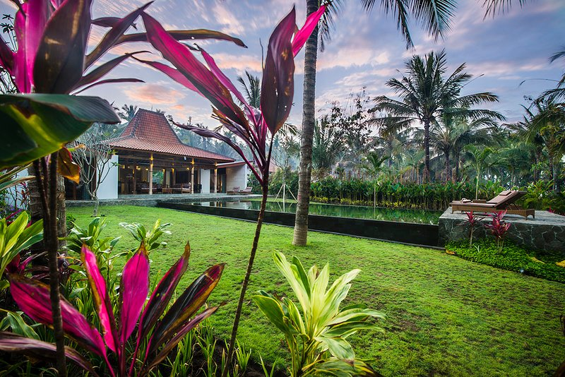 Set in a hectare peaceful and quite surrounding, the villas are only a few steps away from the beach