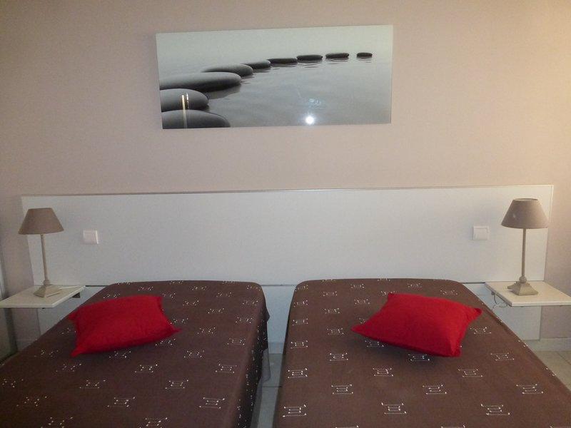 Appartement climatise très bon état 58m2, location de vacances à Pujaut