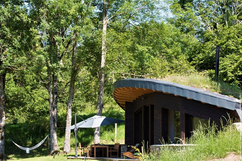 Ecolodge Insolite - Bulles D'Herbe : la Bulle de Bois avec spa privatif, holiday rental in Saint-Hostien