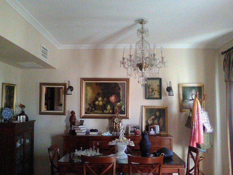Spacious apartment in Sevilla, holiday rental in Marinaleda
