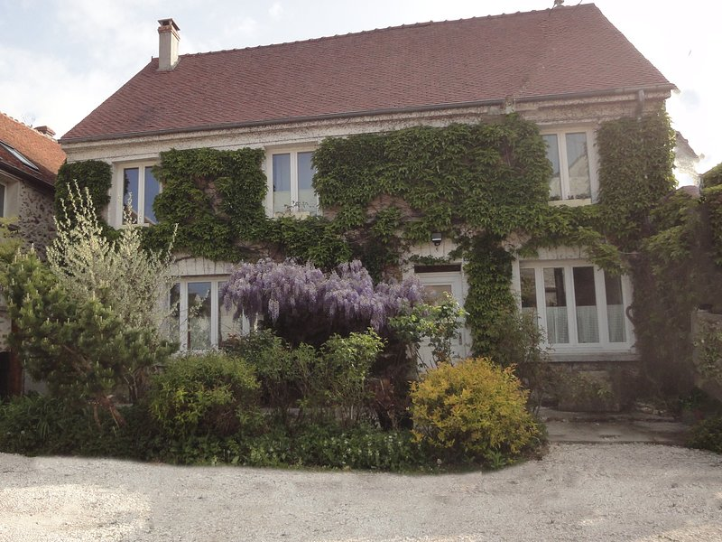 Chambre d'hôtes 'Couleurs et jardin', holiday rental in Chailly-en-Brie