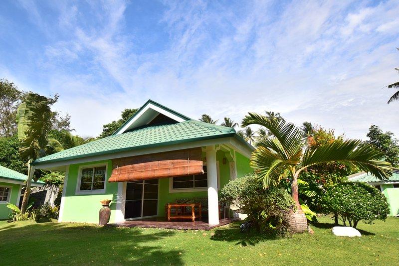Beach side single room Bungalow, alquiler vacacional en Negros Oriental