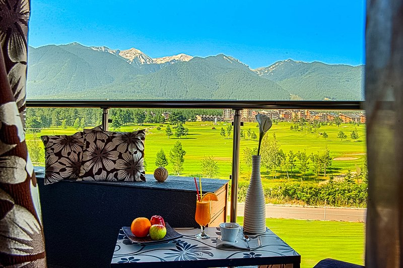 Romantic Suite With Mountain Views and Wellness, holiday rental in Razlog