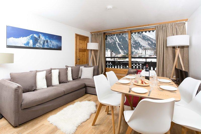 Lounge with balcony views of Le Savoy nursery ski area