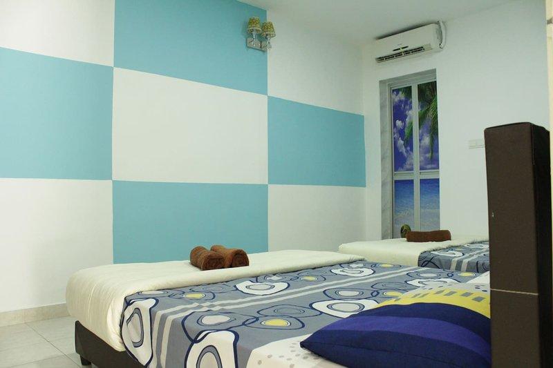 DesaTebrau-NewStar-Designed Quadruple Room, holiday rental in Pasir Gudang