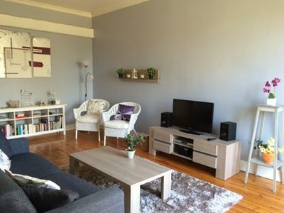 Nice apartment in Néris-les-Bains, holiday rental in Premilhat