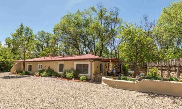 Cute Santa Fe Home 6 Minutes to Plaza, Near National Park Hiking Trails, alquiler de vacaciones en Tesuque
