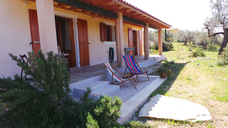 Little cozy country house with incredible seaview and garden near Nafplio, Ferienwohnung in Nafplio