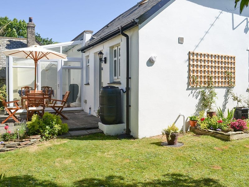 Stunning 'Honeysuckle Cottage' close to the coast, vakantiewoning in Bude-Stratton