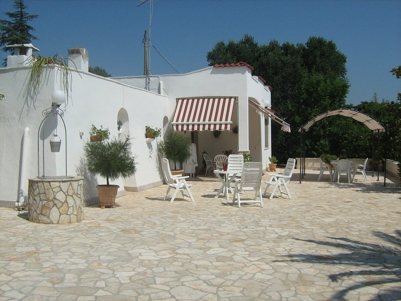 PUGLIA.VILLA A 16 KM DA OSTUNI, holiday rental in San Vito dei Normanni