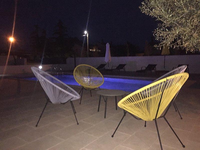 espace piscine, scène de nuit