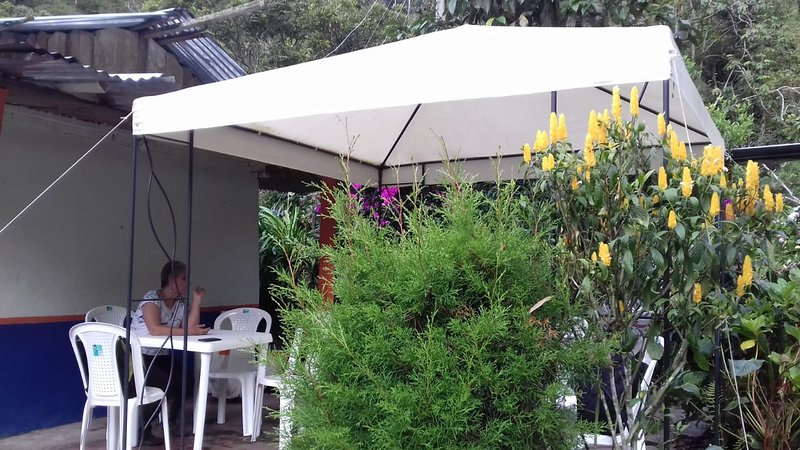 In addition, it has an outdoor dining room to enjoy healthy and organic foods.