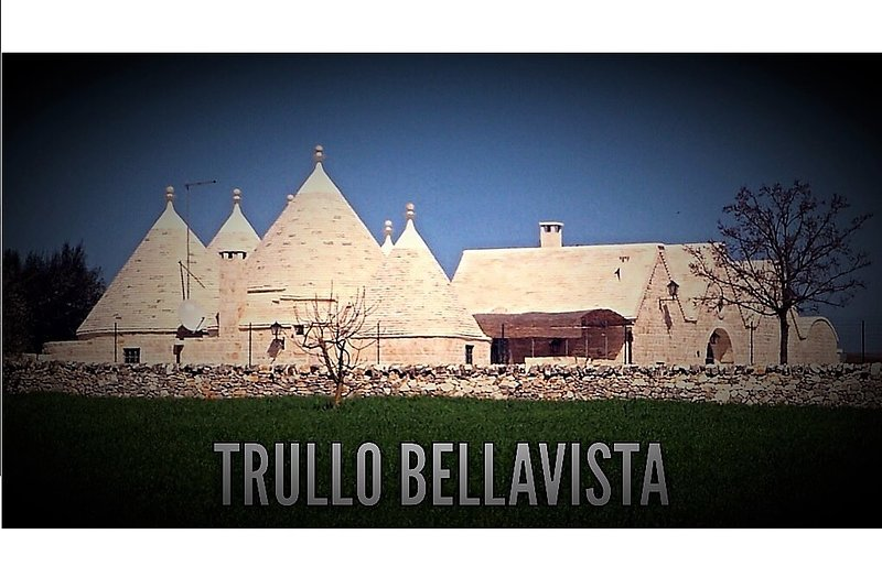 Luxury family Trullo (180m2) with large private pool, BBQ, pizzaoven and garden, location de vacances à Locorotondo