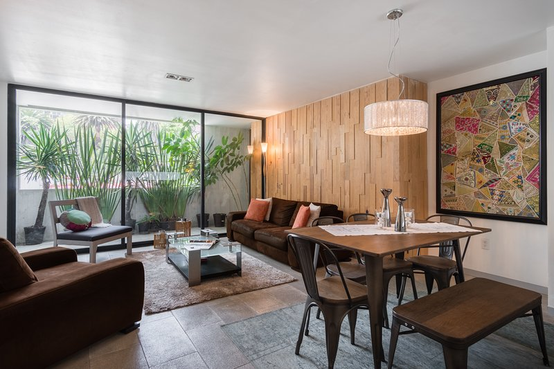 Stylish 2 bedroom on Chic Condesa Street, vacation rental in Mexico City