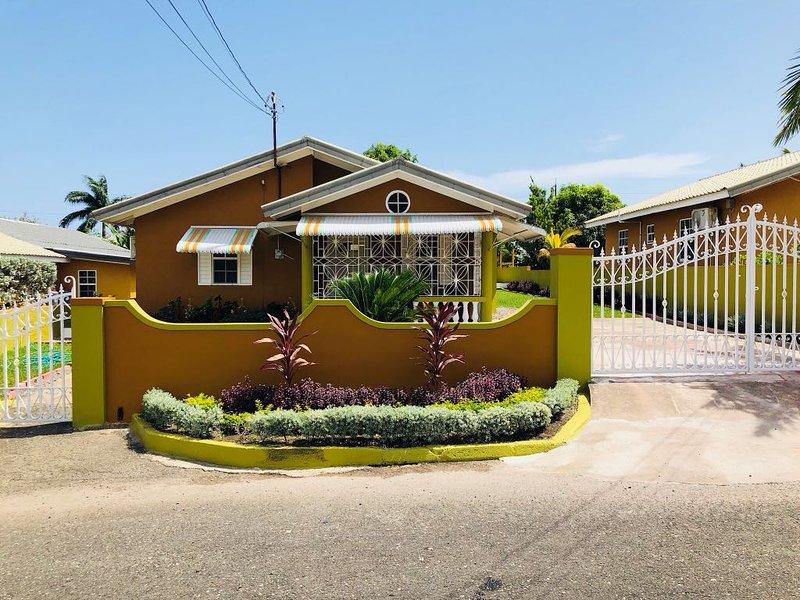 Stunning 2 bed 1 bath villa , Greenwich Estate, Drax Hall ,Jamaica, location de vacances à Lime Hall