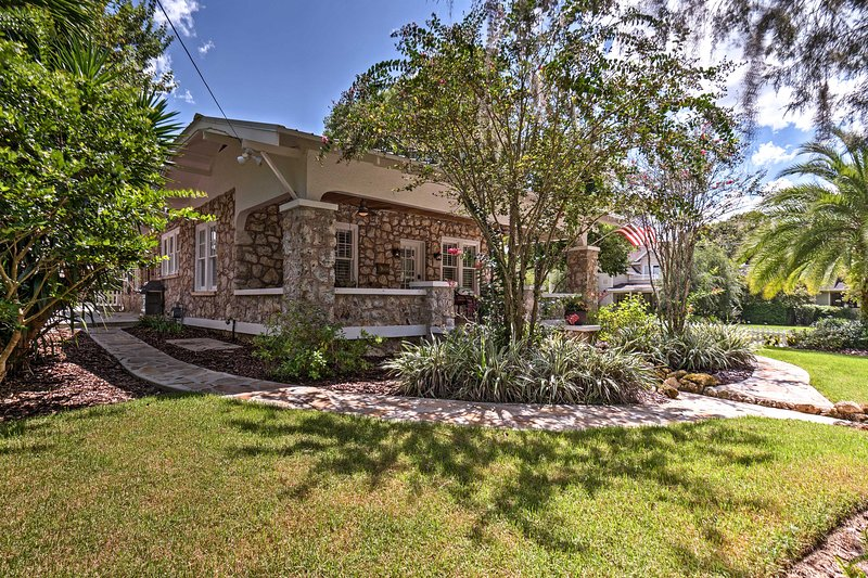 Charming Home in Heart of Ocala Historic District!, casa vacanza a Belleview