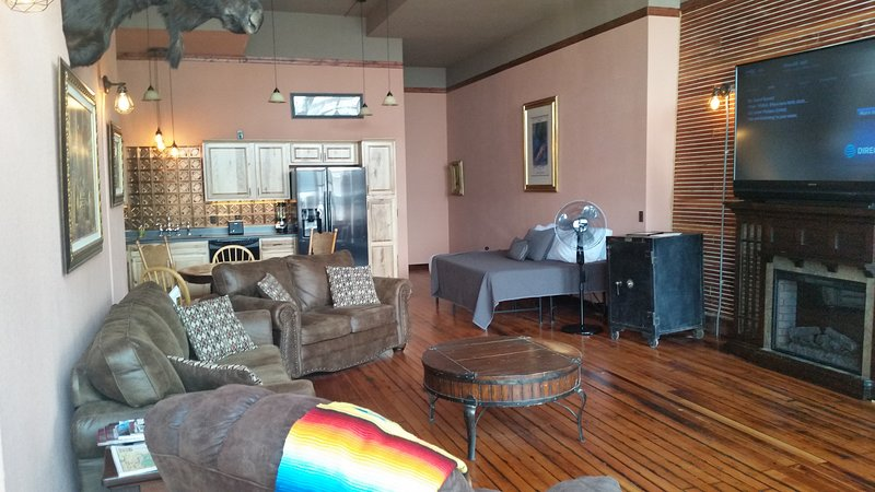 Historic Condo Black Hills Near Sturgis Mustange Rally 1, holiday rental in Belle Fourche