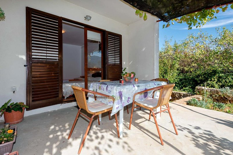 Jelsa Apartment Sleeps 5 with Air Con - 5462112, casa vacanza a Pitve