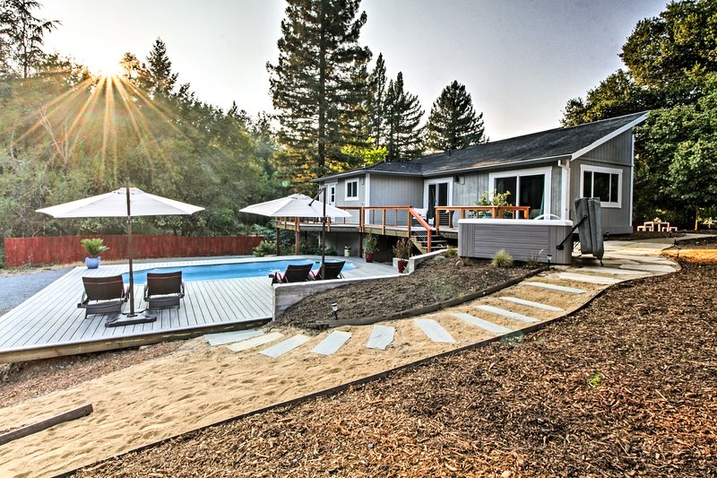 This 3-bedroom, 2-bath vacation rental sleeps up tp 12 and features a pool area!