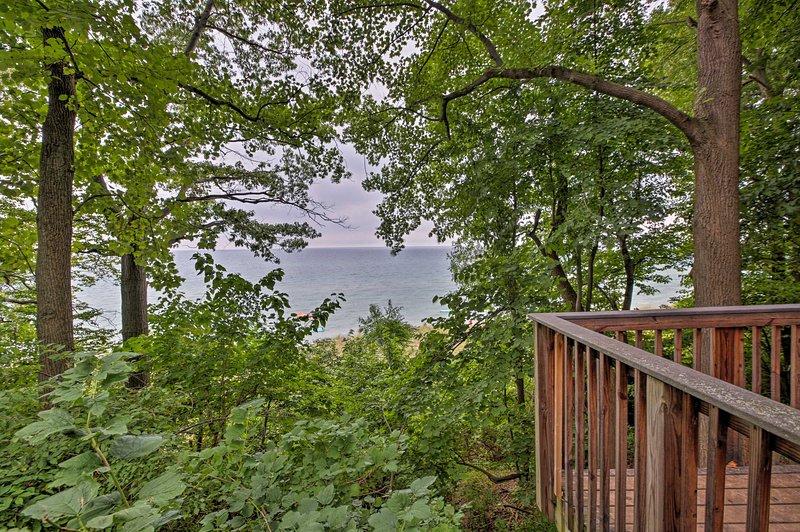 Sail smoothly on Lake Michigan within walking distance!