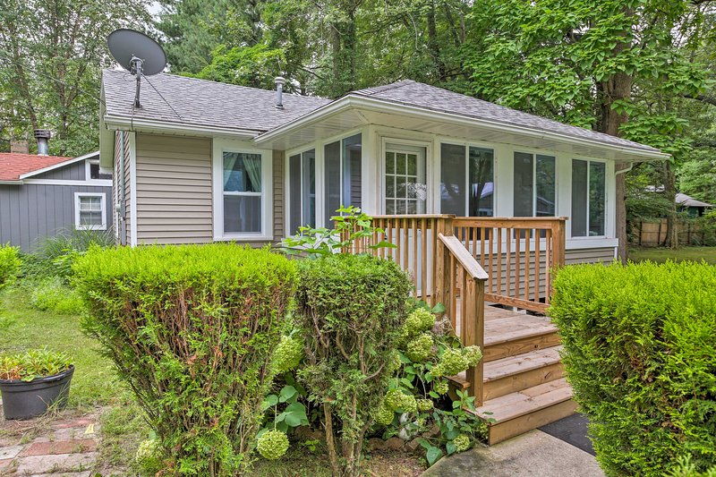 Make this cozy abode your next vacation rental cottage!