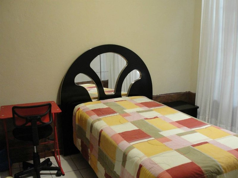 Beautiful room (zona viva), zone 10 Guatemala City, holiday rental in Guatemala City