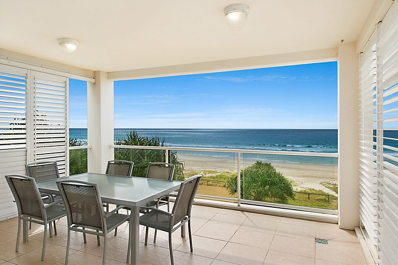 Solaya Unit 6 - Absolute beachfront apartment in Tugun, Gold Coast, vacation rental in Tugun