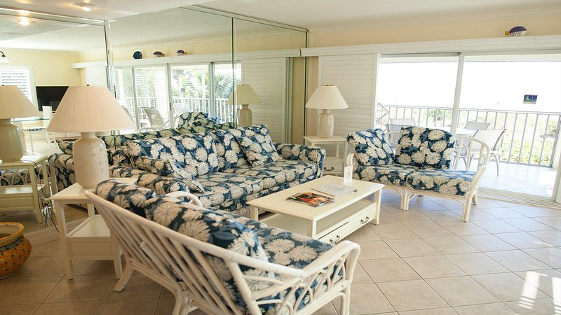 Golden Beach #1 Surf & Sand Right Outside Your Door. Pet Friendly, holiday rental in Sanibel Island