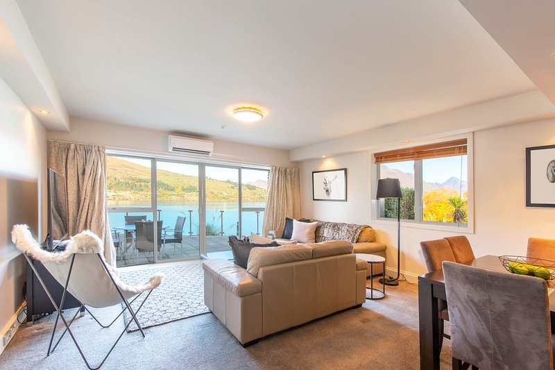 Alpine Village - Lake Edge Apartment A, holiday rental in Lower Shotover