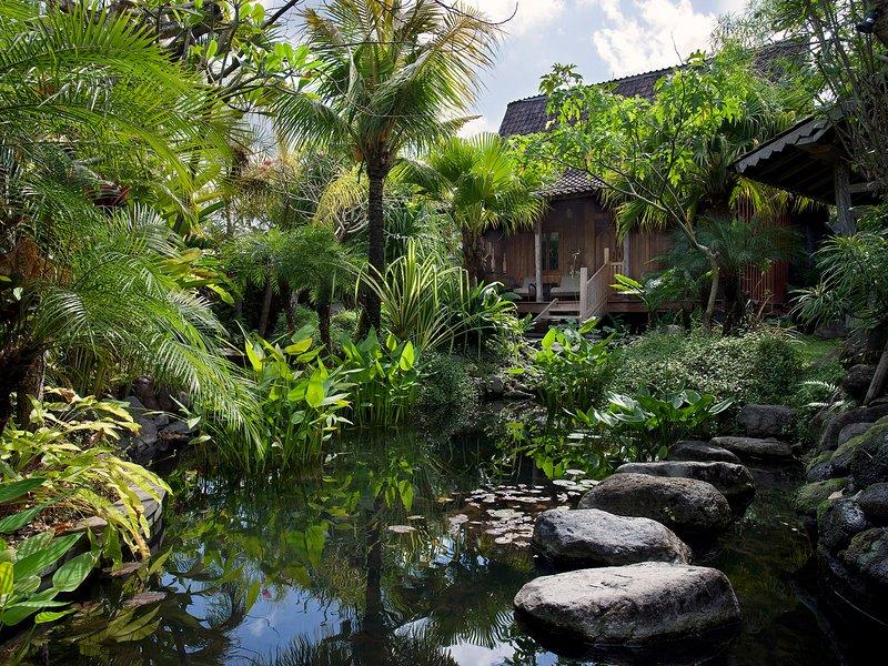 Villa Radha - Entrance pond