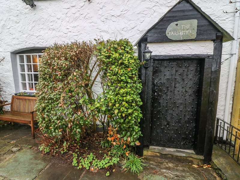 FARMSTEAD, character cottage, woodburner, en-suite, walks from the door, near, vakantiewoning in Coniston