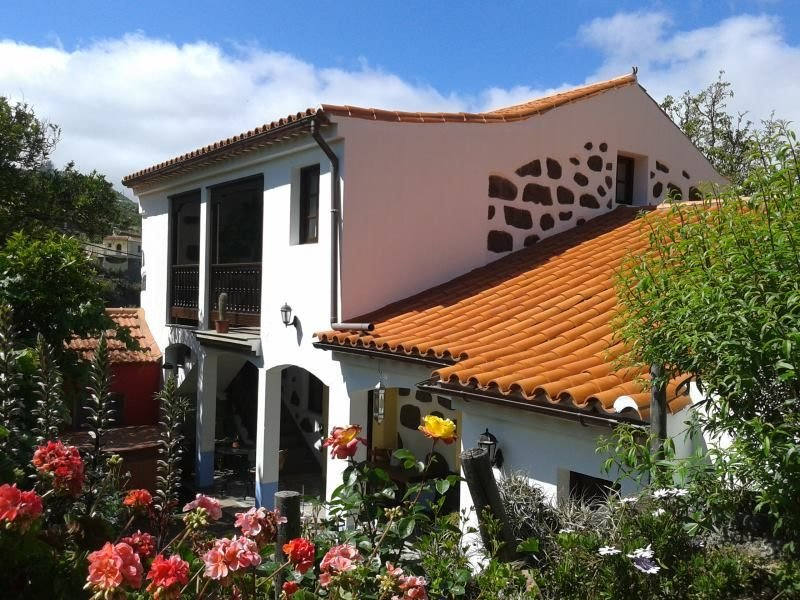 Lovely country house with garden and terrace to enjoy a peaceful holidays., vacation rental in Teror