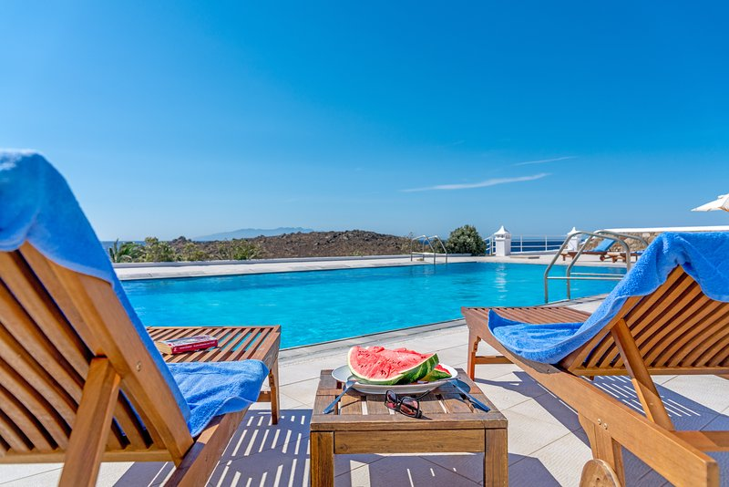 Skyline Villa Mykonos by the pool and the beach!, holiday rental in Ornos