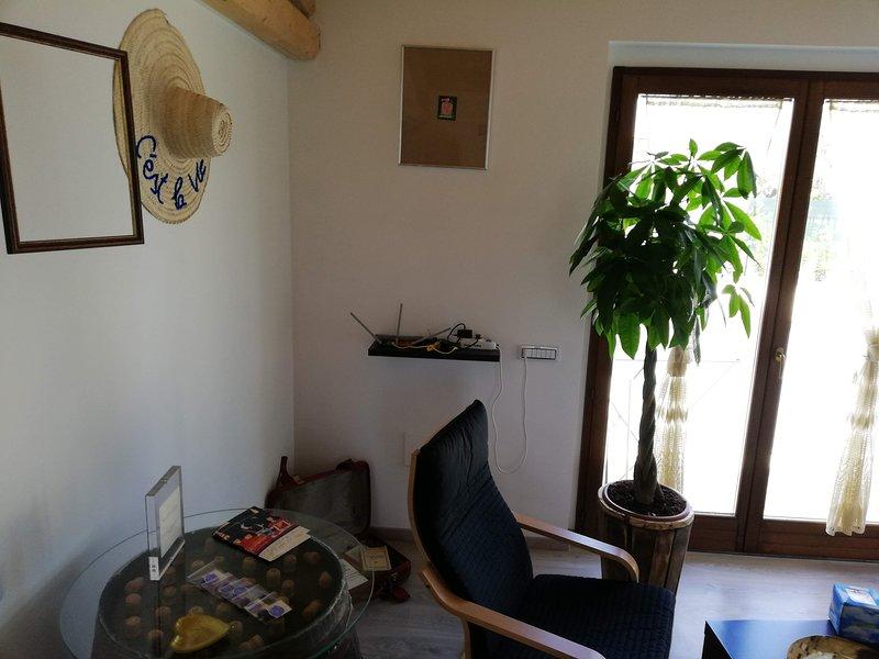 LIVING ALA SX 3 armchair chairs, TV, mini library, wi-fi