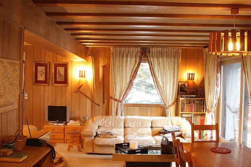 Chalet Mousseron, traditional chalet sleeping 10, holiday rental in Val d'Isère