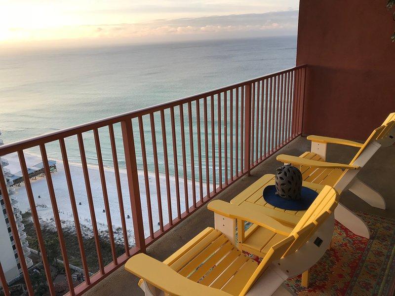 Vue magnifique depuis les sièges décontractés sur le balcon
