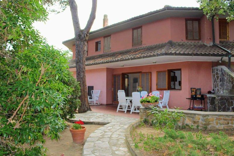 Punta Ala Apartment Sleeps 8 with WiFi - 5803040, Ferienwohnung in Punta Ala
