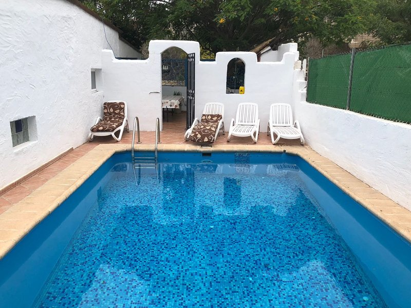 Spacious villa with swimming-pool, vacation rental in Atogo