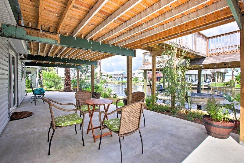 Canalfront Bayou Vista Home w/Pool Access & Deck!, holiday rental in Bayou Vista