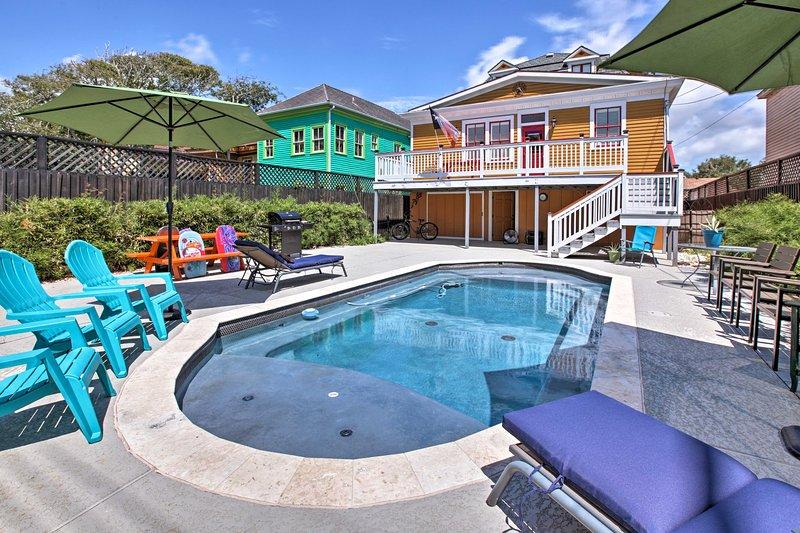 ¡La piscina privada climatizada está llamando tu nombre!
