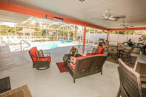 Luxury Beach Home with Heated Pool and Spa, vacation rental in Fort Myers Beach