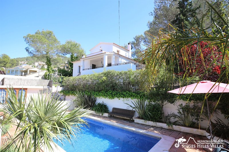 Casa Familia with private pool, aluguéis de temporada em Les Gunyoles
