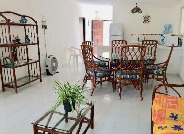 La Conchita beach house, confortable y  acogedora casa a unos pasos del mar, holiday rental in Sisal