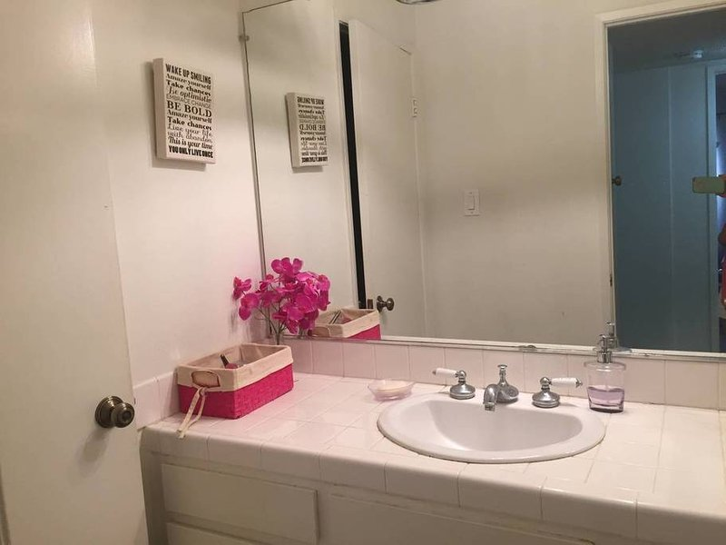 COZY Room in LA w POOL - 15 to Universal Studios, vacation rental in Bell Canyon