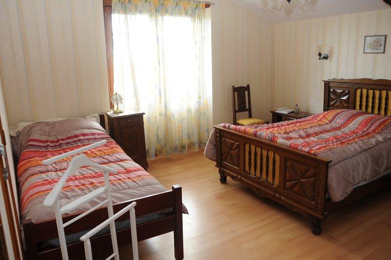 Gîte de Broustic - Lahosse Sovrum nr 2 - 1 dubbelsäng 140 och en 90 reversibel luftkonditionering säng