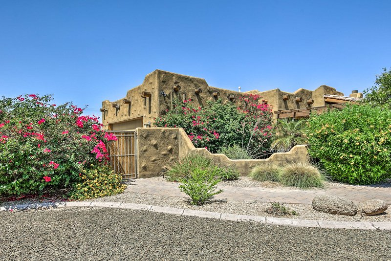 Upscale Adobe Guest Home w/Deck Near Golf & Hiking, holiday rental in Peoria