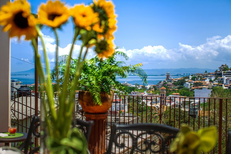 Spectacular views of the town, mountains and Banderas Bay.