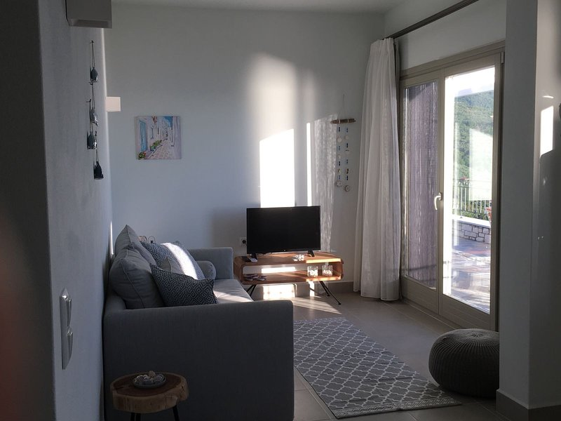 Moses Villa: Almond 2 bedroom apartment with balcony and amazing sea view, vacation rental in Chorefto