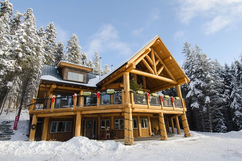 Golden Acres Mountain Lodge-Owl's Nest, vacation rental in Graham Island