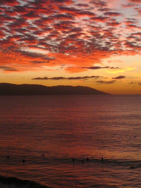 Ein Vallarta-Sonnenuntergang, der vom Balkon nach Süden schaut.